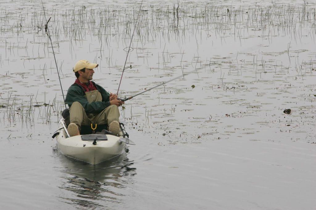 kayak de pêche avec pédales