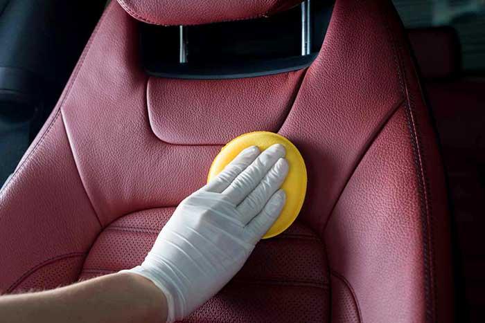 nettoyer siège cuir voiture :